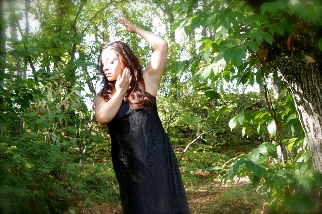 Aram Ghasemy, artista multidisciplinare, è nata in Iran. Dal 2007 si è trasferita in Italia dove lavora e vive. Regista, attrice, coreografa e performer, è fondatrice della compagnia Tarmeh (La Veranda Luminosa), nella quale ha insegnato anche teatro e danza ad attori diversamente abili. Nelle sue opere di teatro e teatro-danza, utilizza elementi tradizionali dei cantastorie e della danza Persiana utilizzando un linguaggio contemporaneo. Dal 2010 insegna danze Persiane in Italia. Durante gli anni passati in Iran ha vissuto in diverse città del nord e del sud, e ha avuto la possibilità di lavorare nel campo dell'arte e dello spettacolo collaborando con numerosi artisti. Questa esperienza le ha fatto conoscere da vicino la cultura della sua terra e l'anima profonda della danza Persiana. Una volta arrivata in Italia ha lavorato con diversi artisti italiani e stranieri, studiando nel campo dell'arte performativa e del teatro. Ha inoltre fatto ricerca sulla danza Persiana sviluppatisi al di fuori dell'Iran. Questa commistione tra tradizione e arte contemporanea ha reso il suo lavoro molto originale e particolare.
